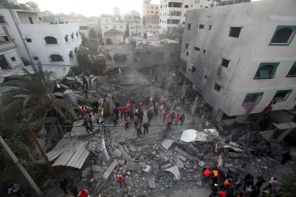 El edificio de la familia al-Dalu fue reducido a escombros y los edificios vecinos resultaron gravemente dañados. 12 presonas fueron asesinadas.