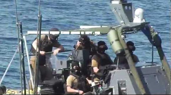 Soldados de la armada israelí siguieron órdenes del escalafón militar y político para asaltar las diferentes flotillas. Este es el momento previo al asalto y secuestro del velero Estelle en octubre de 2012.