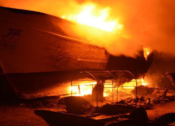 Toda Gaza arde. El Arca de Gaza también