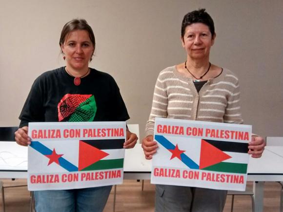 Ana Miranda (a la izquierda) tras la rueda de prensa en Santiago de Compostela, acompañada por Elvira Souto, activista gallega de BDS y Rumbo a Gaza