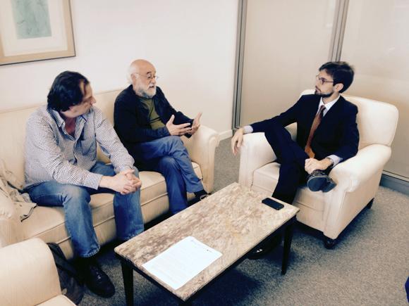 A la derecha, Álvaro Vermoet (Jefe de Servicios de la Subdirección General de Oriente Próximo), junto a Manuel Espinar y Santiago González (Rumbo a Gaza). Ministerio de Asuntos Exteriores y de Cooperación, sede de Serrano Galvache. 15 de junio de 2015.