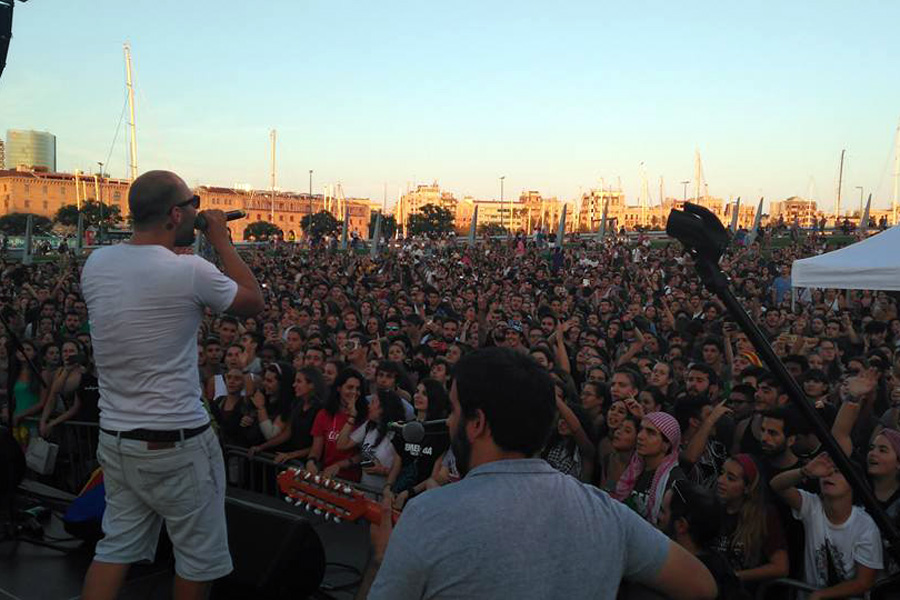 Miles de asistentes en la despedida de Mujeres Rumbo a Gaza en Barcelona. (Yudit Ilany)