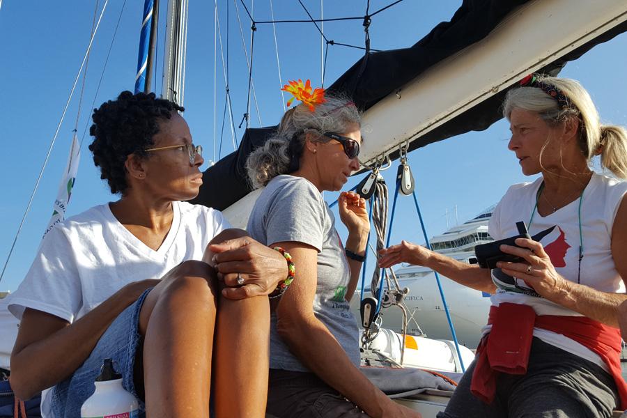 Yudit Ilany (a la derecha) en el velero