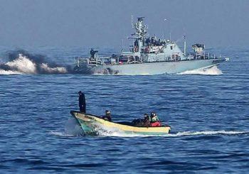 La Armada israelí dispara contra pescadores gazatíes en Khan Junis hiriendo a dos de ellos