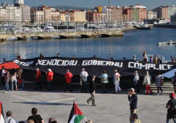 Calurosa acogida a la Flotilla de la Libertad en Gijón